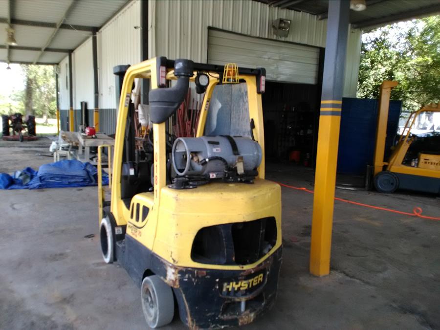 Industrial equipment sandblasting and painting